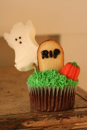 Graveyard Cupcake - web