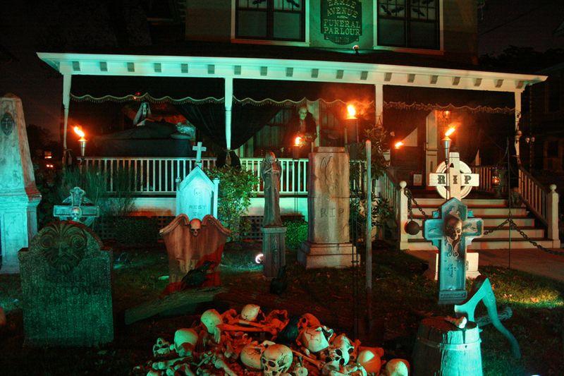 Halloween Front Yard 2008 - webpage